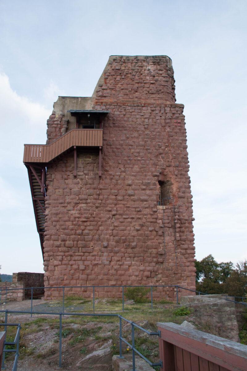 Bergfried, ursprünglich 30 m hoch